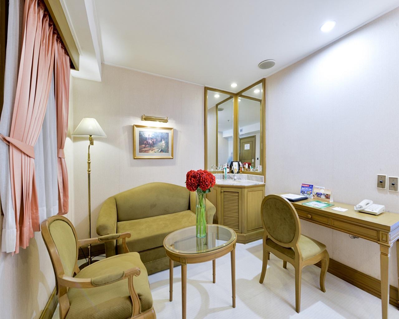 Windsor Suite (2).JPG