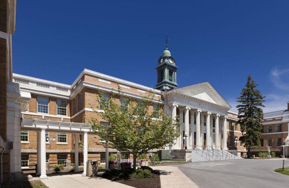 http://studylink.org/wp-content/uploads/2018/09/State-University-of-New-York-at-Oswego-e1519374893831.jpg
