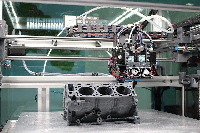 Obraz zawierający silnik, bagaż, łódź, maszyna  Opis wygenerowany automatycznie