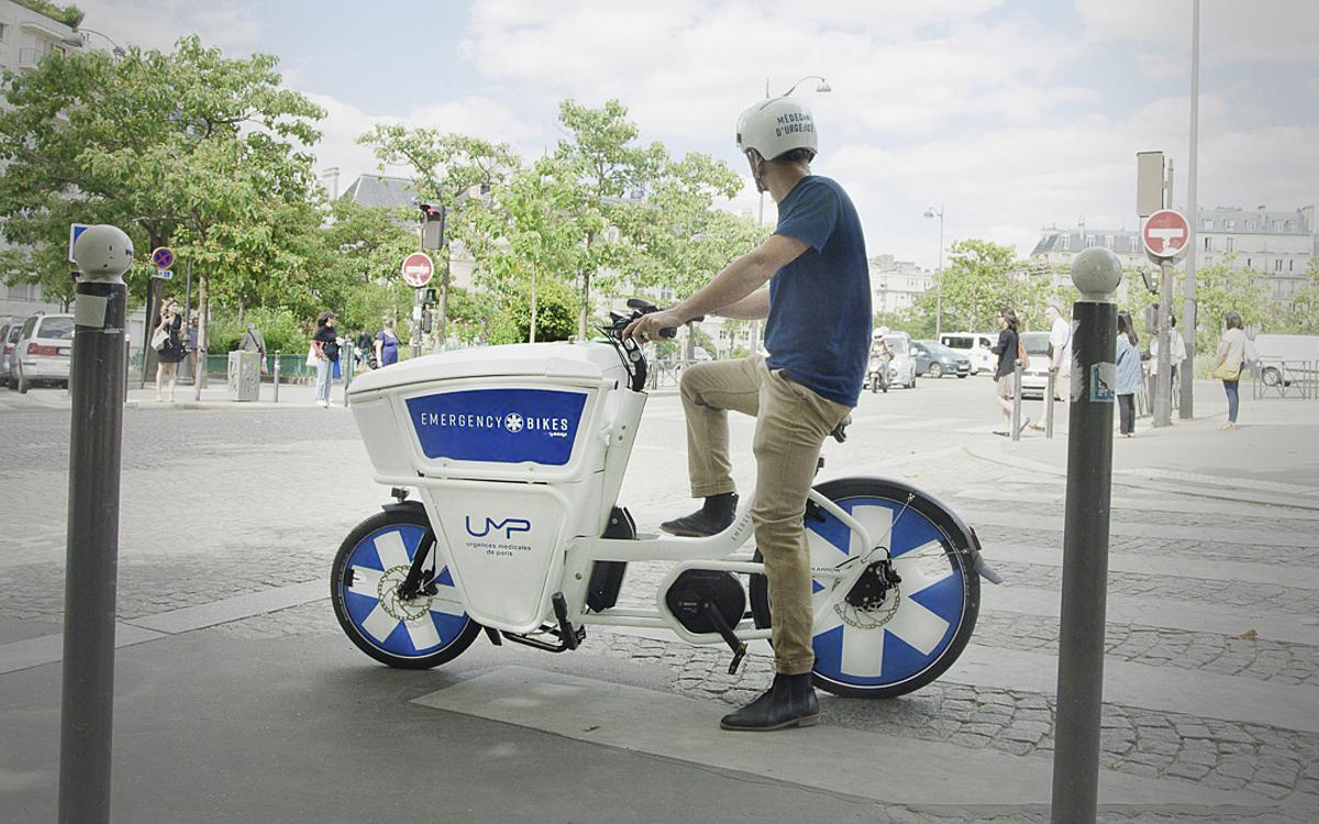 Emergency Bikes permitem o deslocamento até duas vezes mais rápido nas ruas parisienses e ainda podem ser estacionadas em qualquer lugar. (Fonte: Prefeitura de Paris/Divulgação)