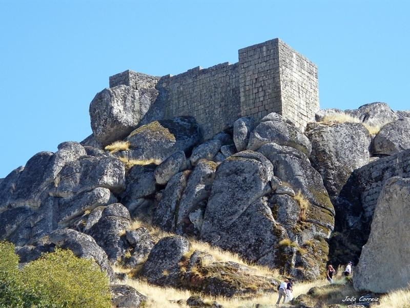 http://i1.trekearth.com/photos/88188/castelo_de_monsanto.jpg