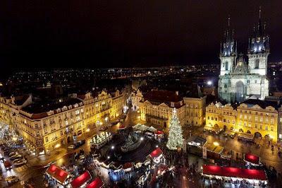 https://1.bp.blogspot.com/-p_lhO7IUKlk/VJe1fdZfQ-I/AAAAAAAACmw/yjDNsiB4dQA/s400/Prague%2BChristmas%2Bmarket%2BOld%2BTown.jpg