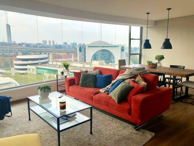 Una sala de estar  Descripción generada automáticamente