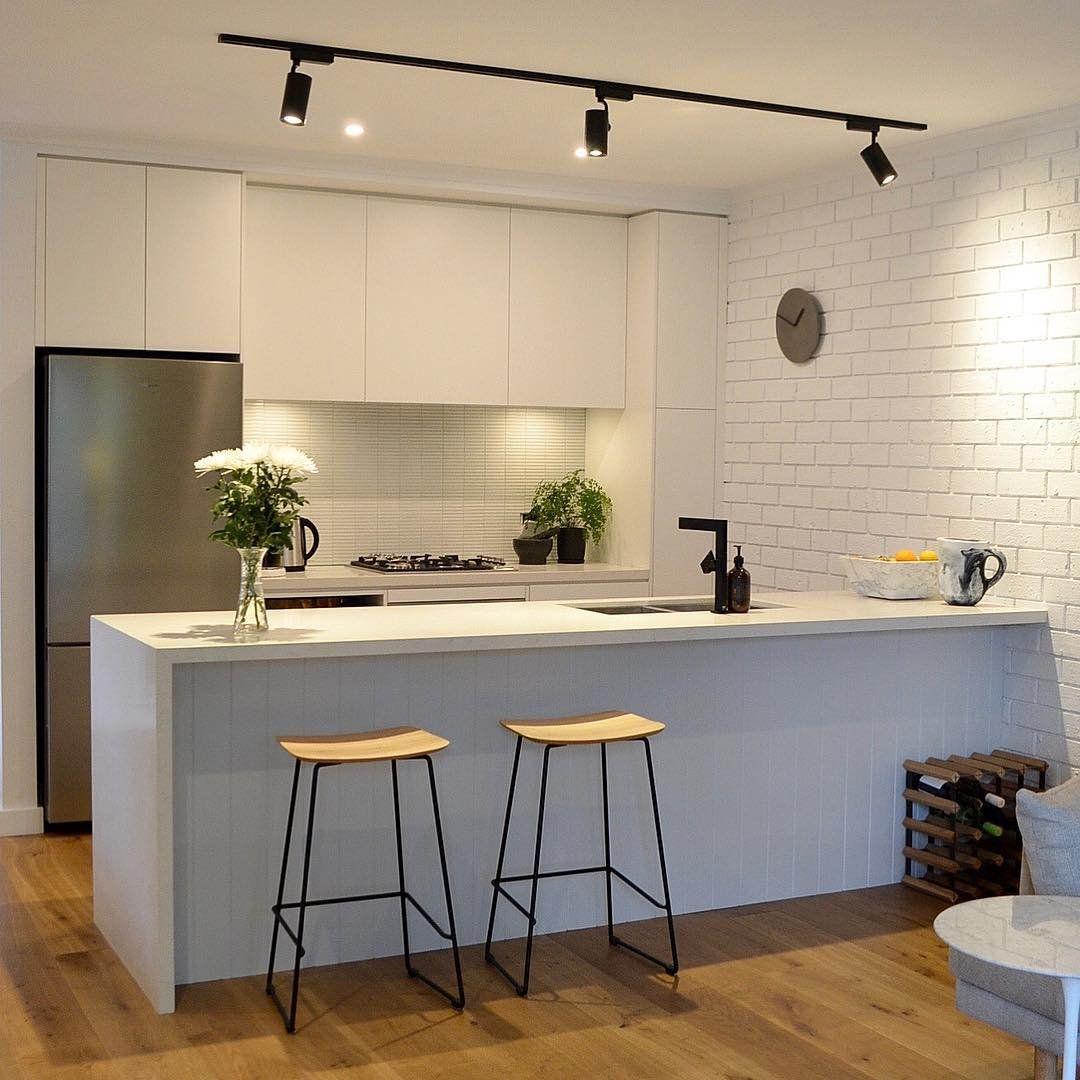 Elemen 'pencahayaan' pada desain interior - source: pinterest.com