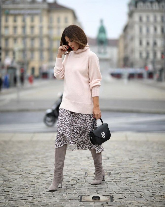 Sweater and a skirt: the most fashionable winter combinations 19