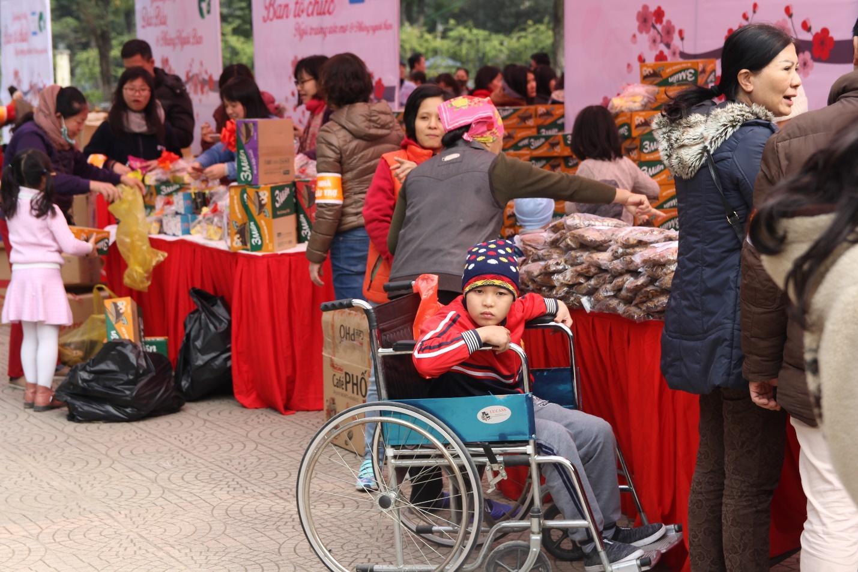 C:\Users\TranAnhND\Downloads\Người khuyết tật tại phiên chợ.JPG
