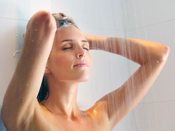 Hướng dẫn tắm đúng cách để có làn da mịn màng - 2