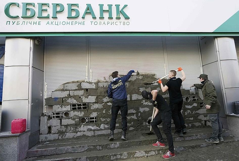 Под надуманными предлогами, уходящими корнями в политику, украинцы отказываются обслуживать и погашать долг Фото: REUTERS