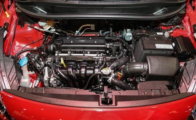 Khoang động cơ của Kia Rio sedan 2016