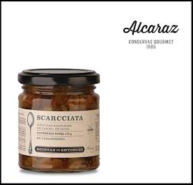 Aceitunas rotas, sin carozo, condimentadas con menta fresca, ajo, pimentón y orégano, envasadas en aceite suave de girasol.
