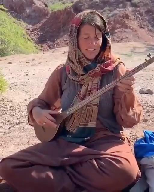تا بهار دلنشین روحالله خالقی گردشگر آلمانی در جزیره هرمز سهتار