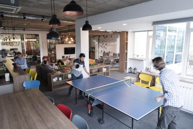 espace détente entreprise avec table ping pong