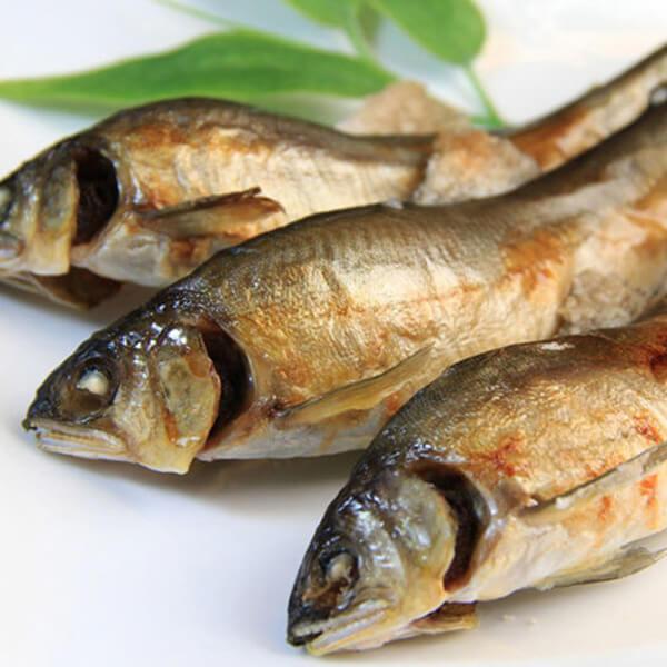 金黃飽滿的外皮、外酥內嫩的口感,搭配自然獨特的香氣,就是烤香魚最完美的演繹。