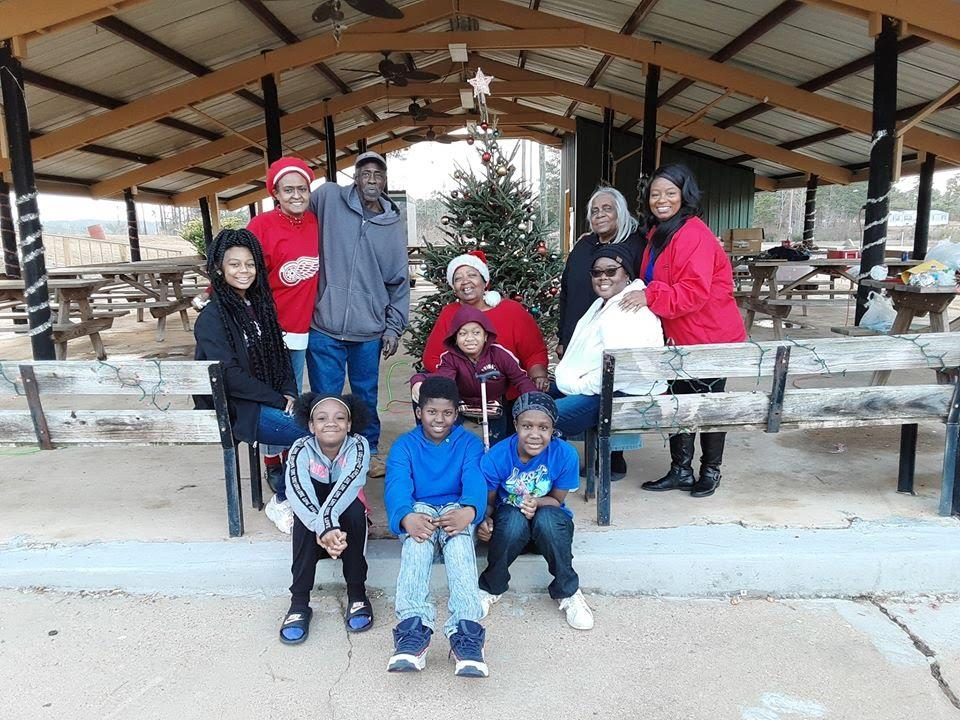 C:\Users\elmetra patterson\Documents\Dean Park Tree Lighting 2019.jpg