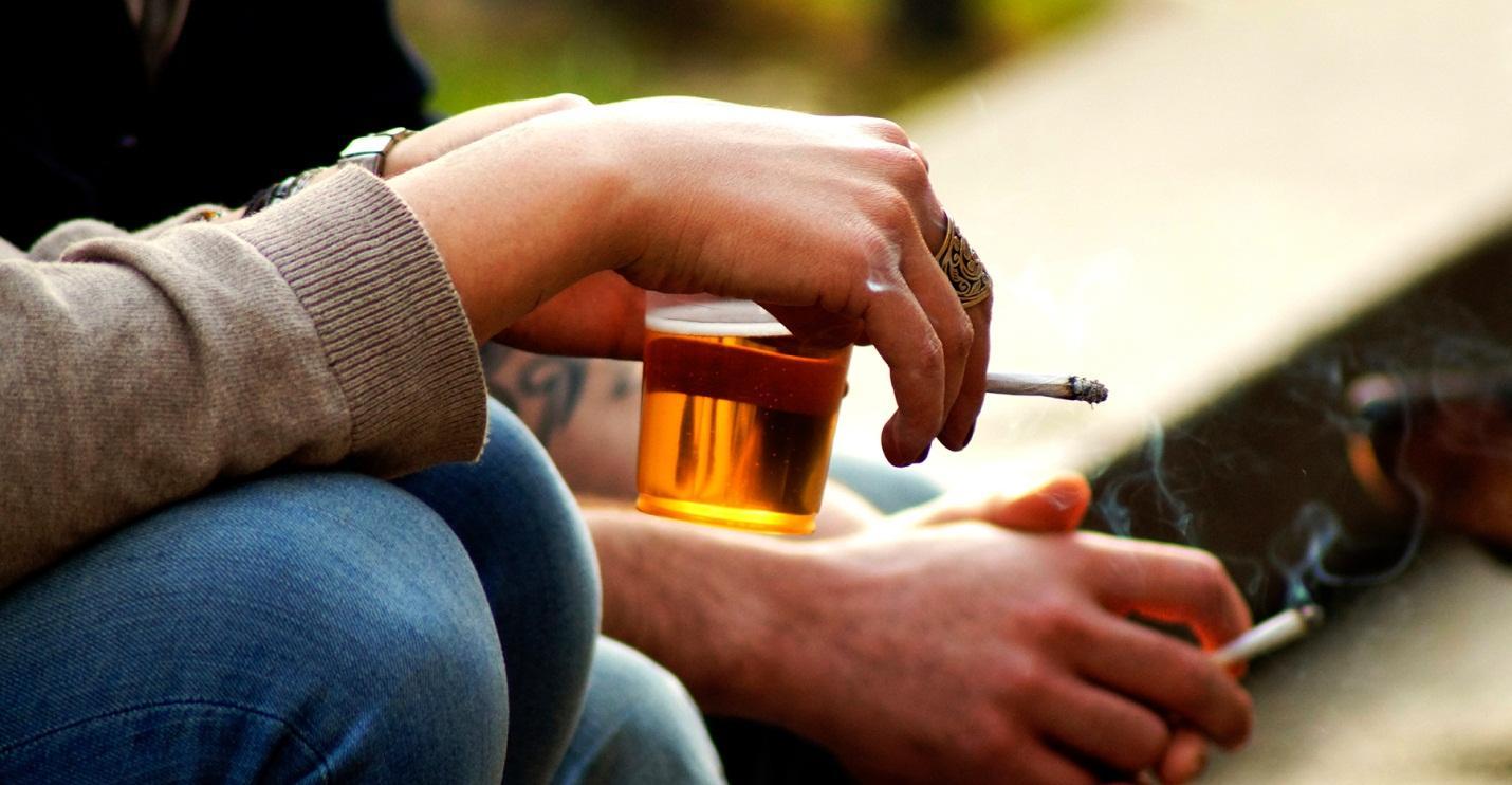 Không hút thuốc lá, uống rượu bia để phòng ngừa đau họng
