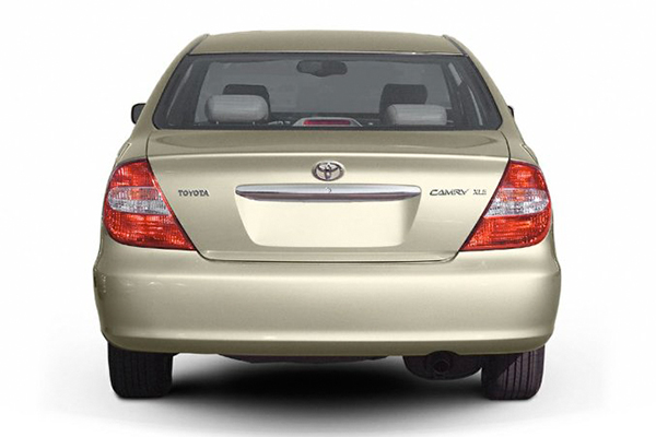 rear-end-of-the-Toyota-camry-2004