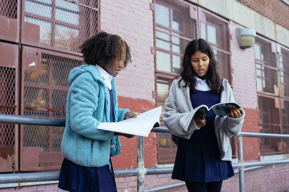 Quy tắc nhấn trọng âm của từ có 2 âm tiết | ELSA Speak