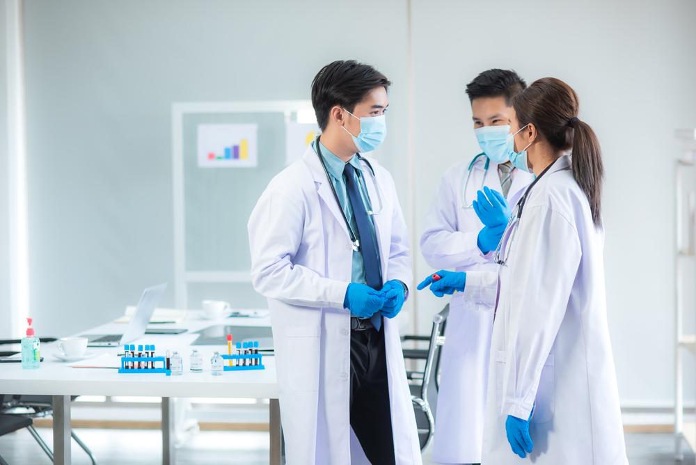 Decisões difíceis e complexas devem ser tomadas de forma coletiva por uma comissão multidisciplinar para aliviar pressão sobre os profissionais da Saúde. (Fonte: Shutterstock)