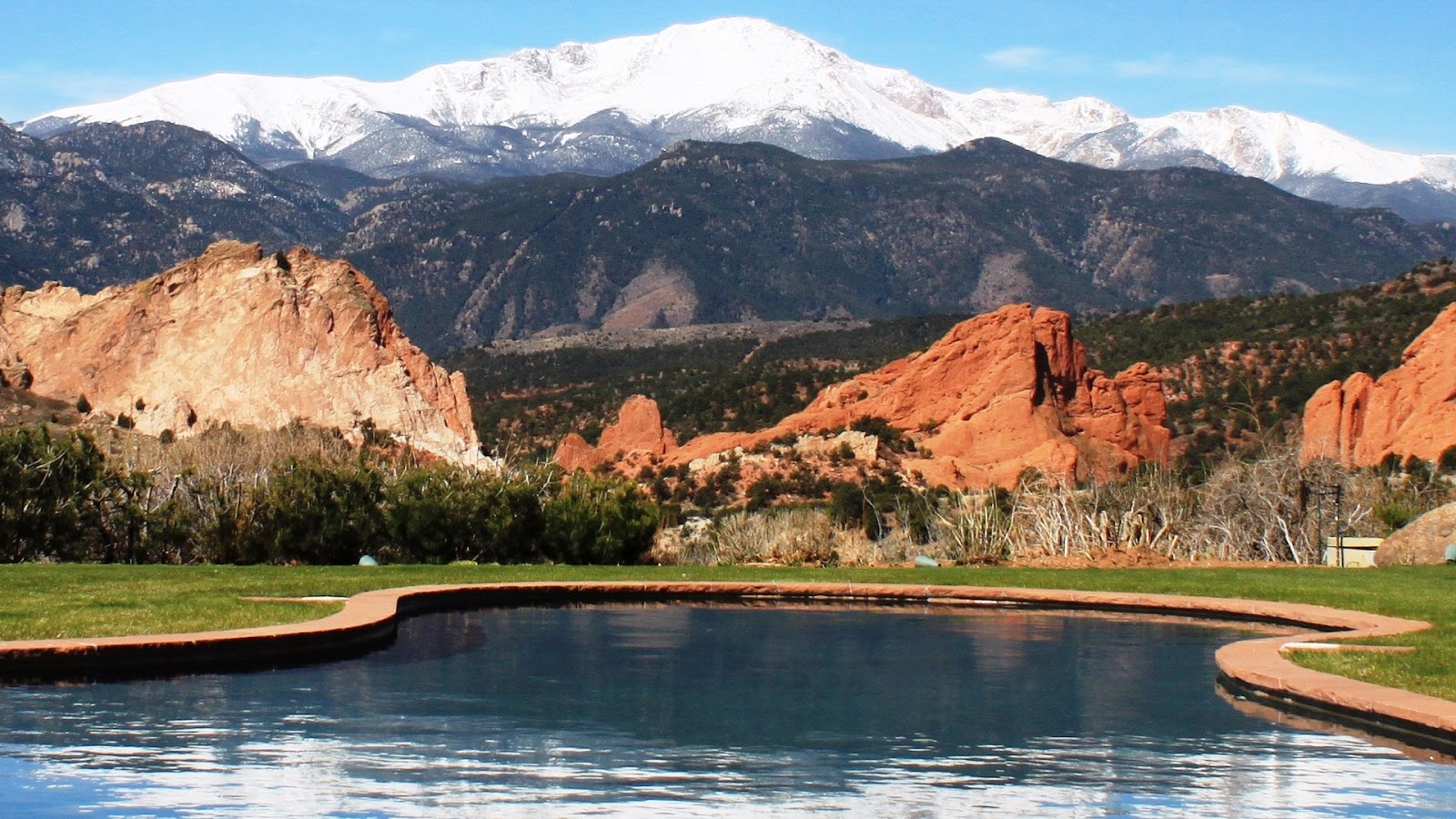 Beautiful mountain view of the Garden of the Gods Resort in Colorado Spring
