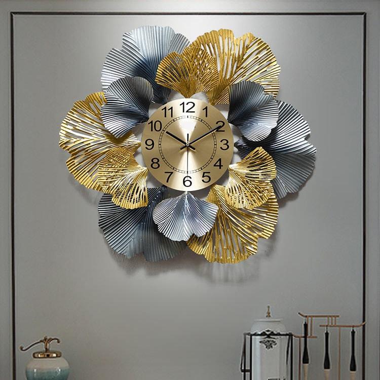 Đồng hồ nghệ thuật tạo điểm nhấn thu hút cho không gian phòng khách
