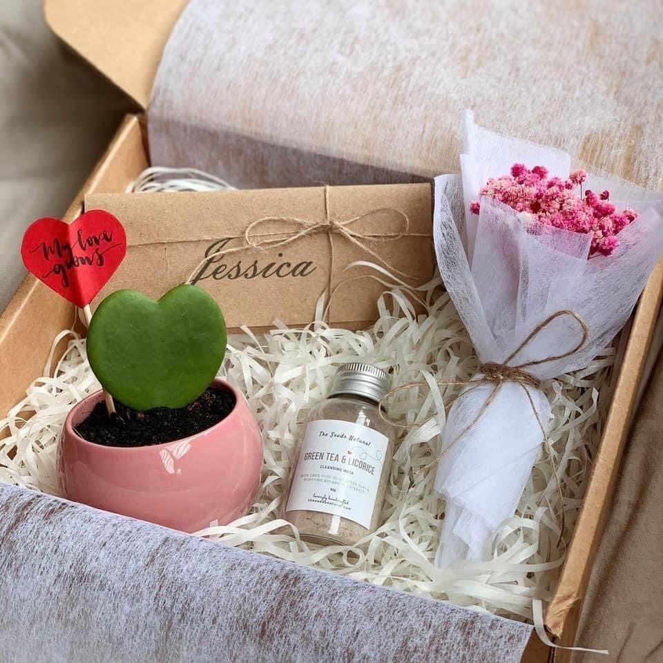 情人节小礼盒,心形植物、面膜和小花束