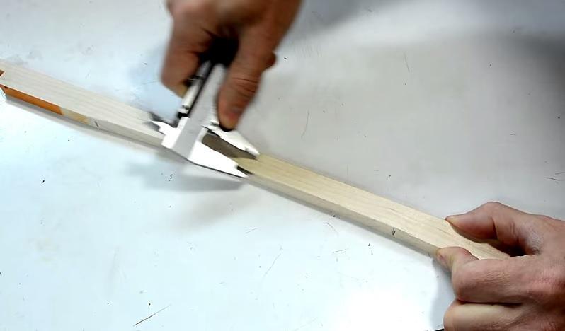 sửa ghế gỗ gãy chân 5