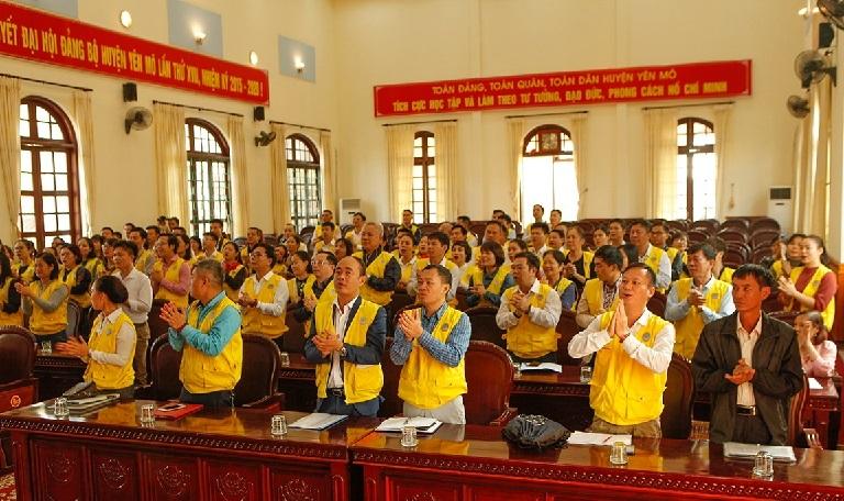 Câu lạc bộ Tình Người có mặt từ sáng sớm tại huyện Yên Mô để chuẩn bị cho chuyến khảo sát nhà.