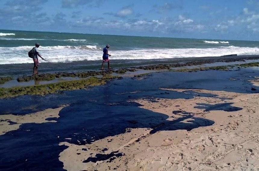 O vazamento de óleo em praias do Nordeste foi alvo de apuração de uma CPI. (Fonte: Projeto Praia Limpa/Simone Santos/Reprodução)