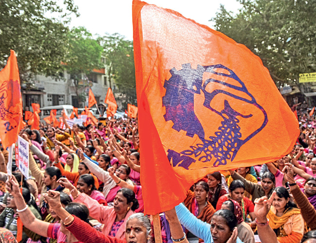 केंद्र सरकार की श्रमिक विरोधी नीतियों के खिलाफ प्रदर्शन