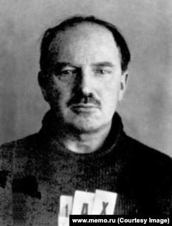 Василий Ахов