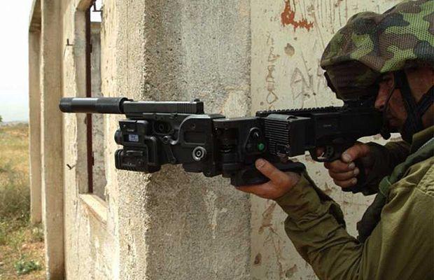 CornerShot. Знаменитые полуавтоматические пистолеты примечательны тем, что сними можно стрелять из-за угла. Также они могут использоваться как гранатометы.