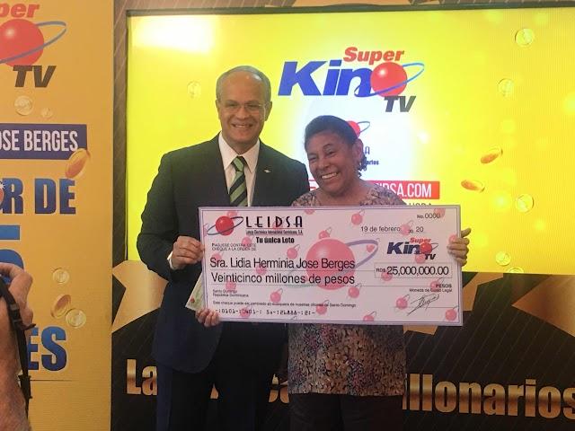 LEIDSA ENTREGA RD$25 MILLONES A GANADORA DEL SÚPER KINO TV.