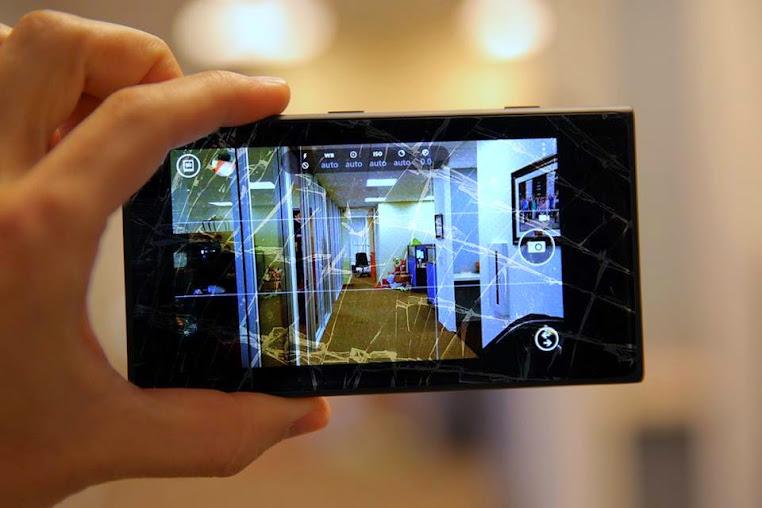 Thay mặt kính Nokia Lumia 800, 820, 830