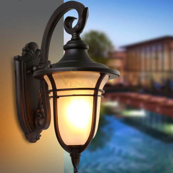 Ngoài ra, có thể lựa chọn những loại đèn treo tường cũng rất đẹp và phù hợp