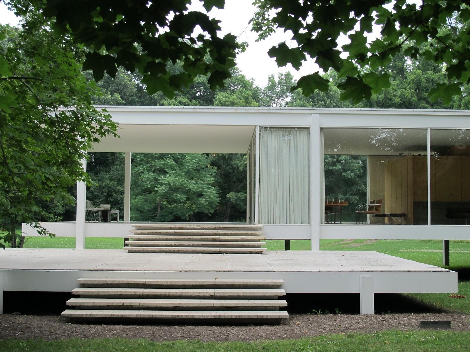 Farnsworth House with nature around