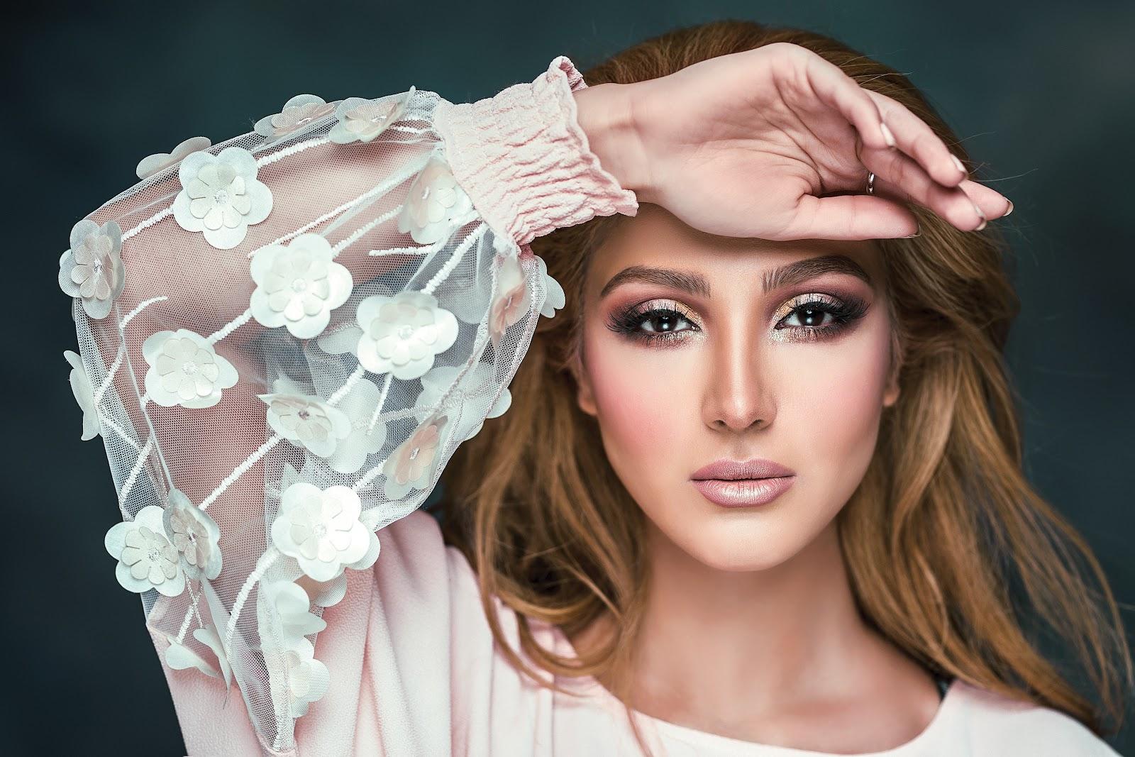 makijaż wieczorowy mocny i niesamowicie elegancki