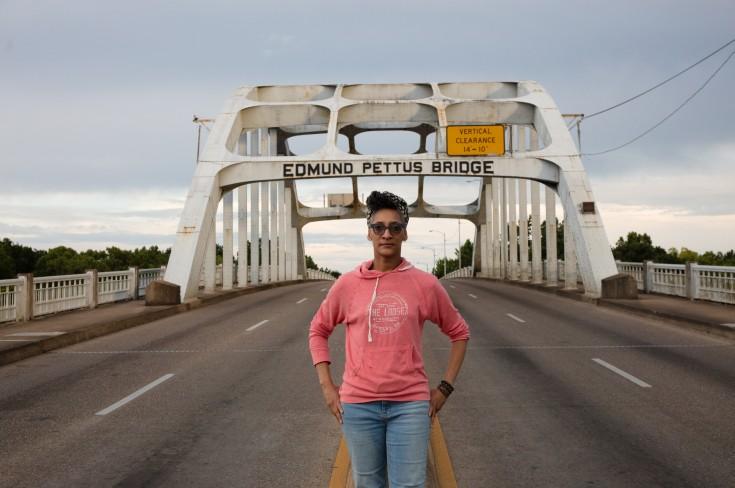 Carla_Hall_on_the_Edmund_Pettus_Bridge