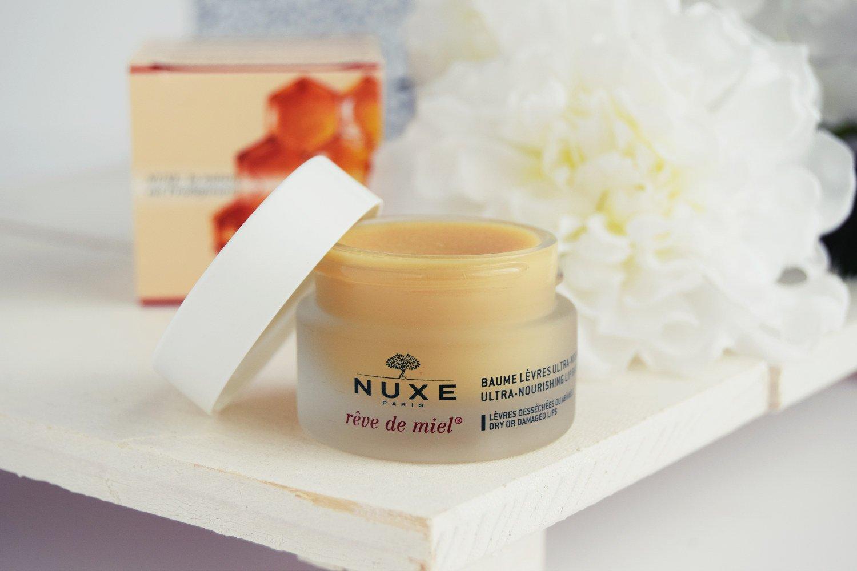 Châu Á, nuxe luôn nổi tiếng với việc luôn lấy các thành phần trong thiên nhiên đề điều chế sản phẩm, an toàn và rất đảm bảo. Sử dụng mặt nạ môi nuxe Ultra bạn không còn lo lắng về tình trạng môi khô nứt nẻ nữa, dùng một thời gian sẽ thấy hồng hào và căng mọng