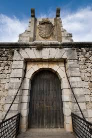 Resultado de imagen de puerta de un castillo
