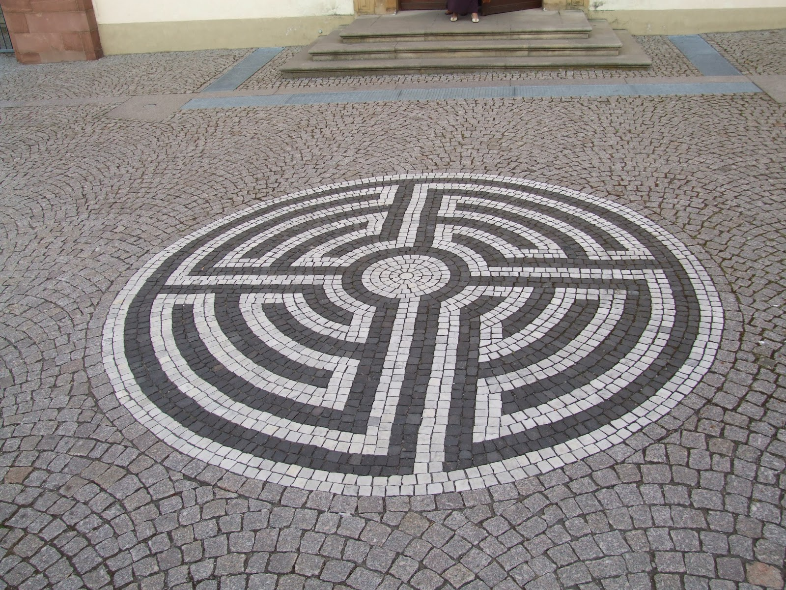 File:Labyrinth vor St.
