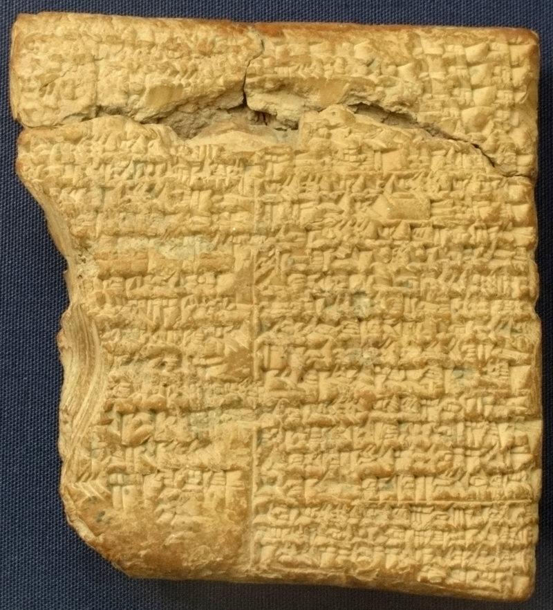 Глиняная табличка с правилами Царской игры Ура. Фото: FAE / CC BY-SA 3.0