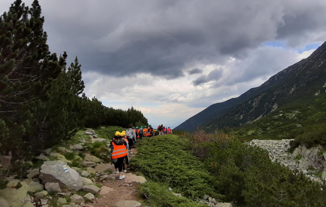 Hiking-6-1260x800-1[1]