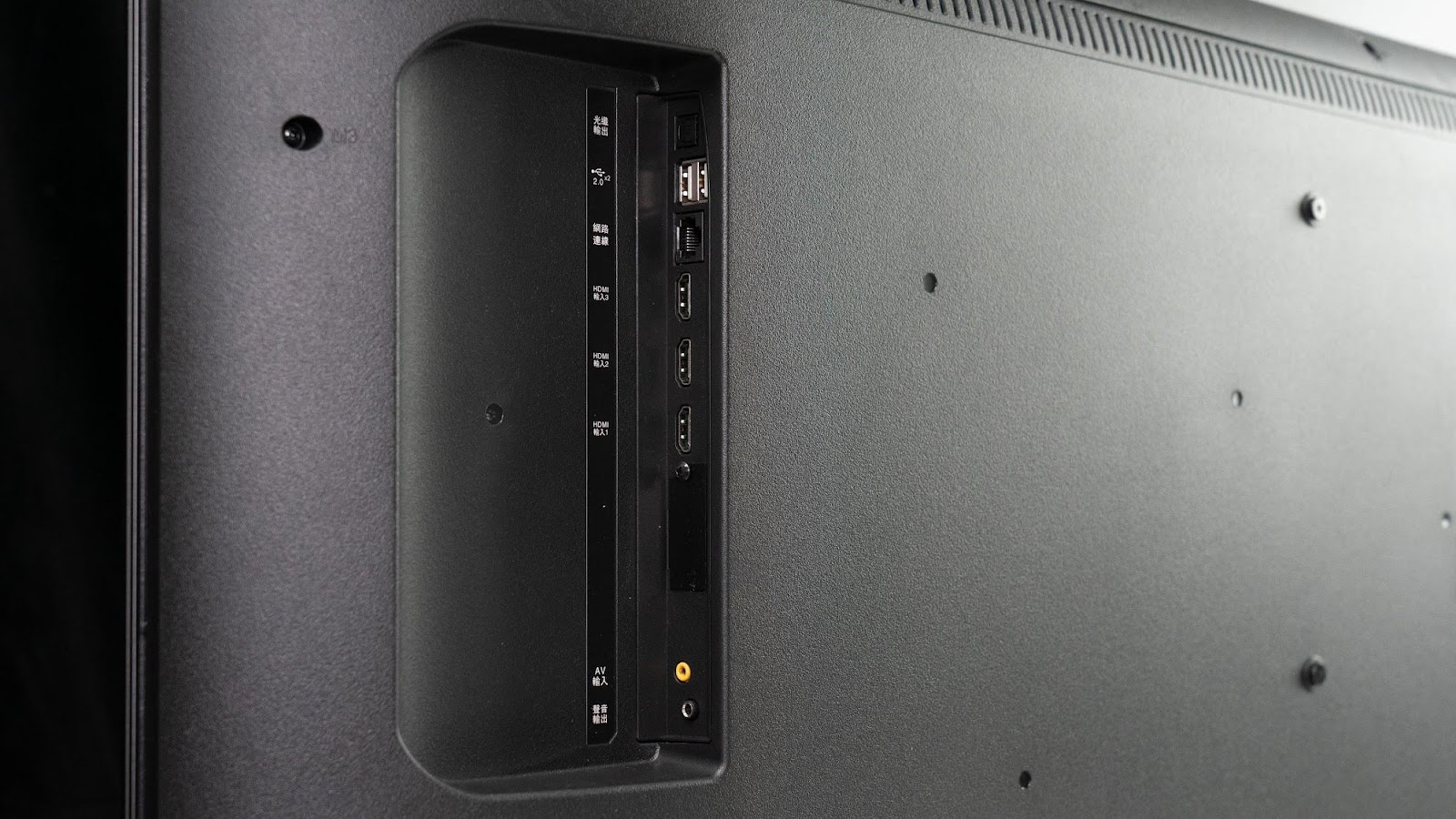 新轟天雷 x 廣色域 聲寶 SAMPO「EM-65QA210」65吋 4K HDR 顯示器