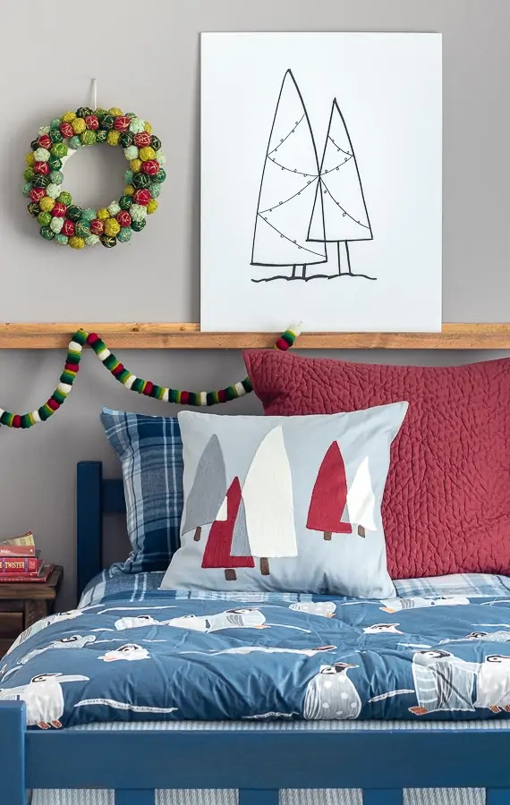 Cute Christmas Bedroom Decor with A Colorful Wreath