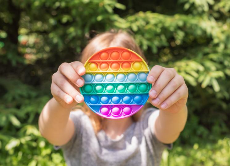fidget toys geram sensações satisfatórias durante o manuseio