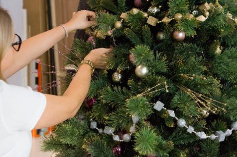 ako ozdobit vianocny stromcek, girlandy