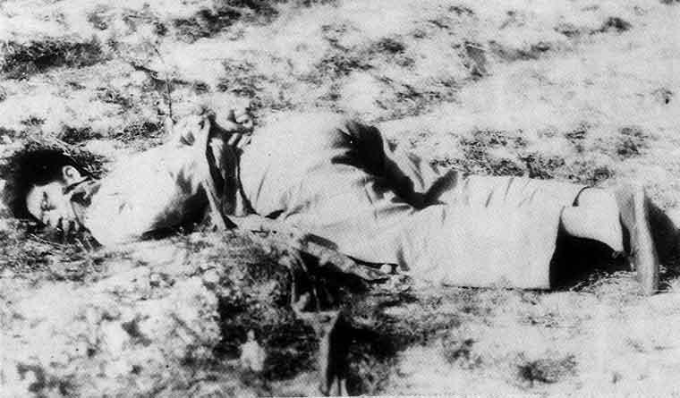一名在蒋军登陆后被国民党杀害的男子//图片来源: Wikipedia,公有领域