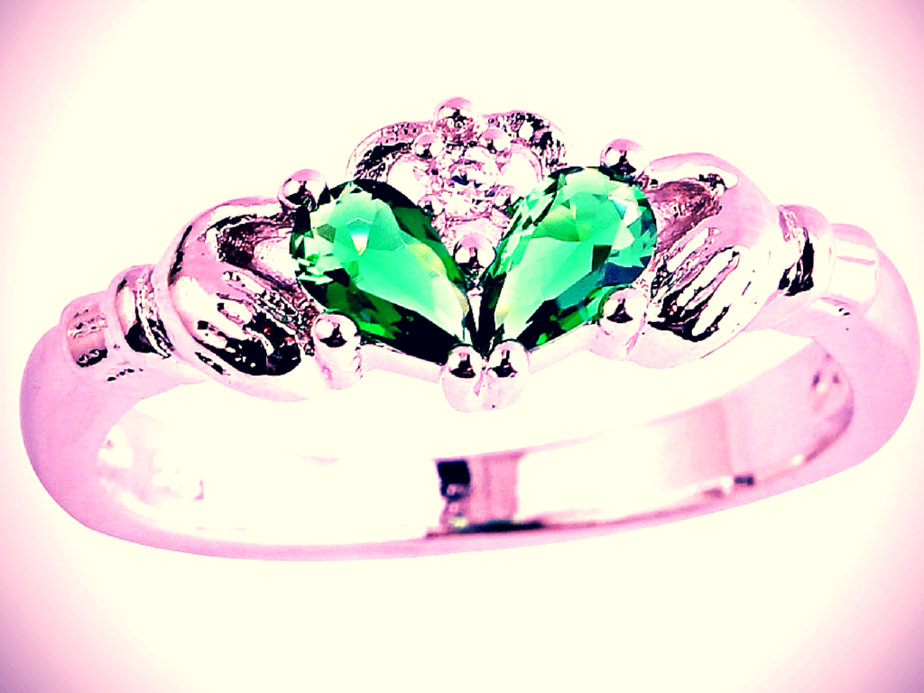 Claddagh Ring.png