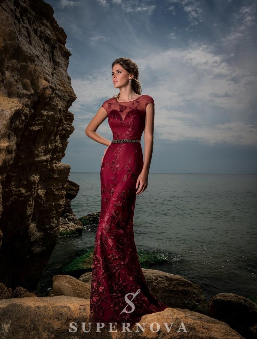 Червона вечірня сукня