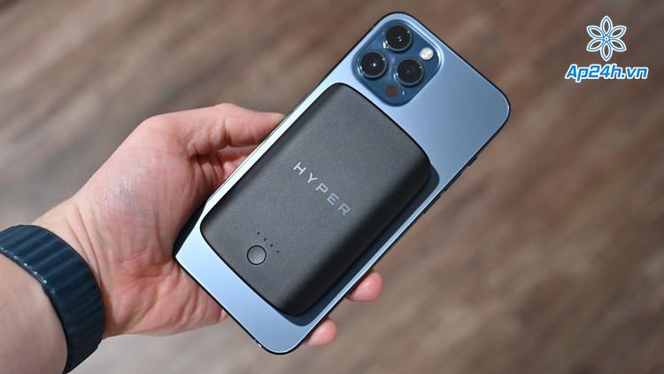 Sạc HyperJuice nhỏ gọn, bám dính bề mặt iPhone 12